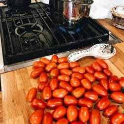 Making sauce with paste tomatoes